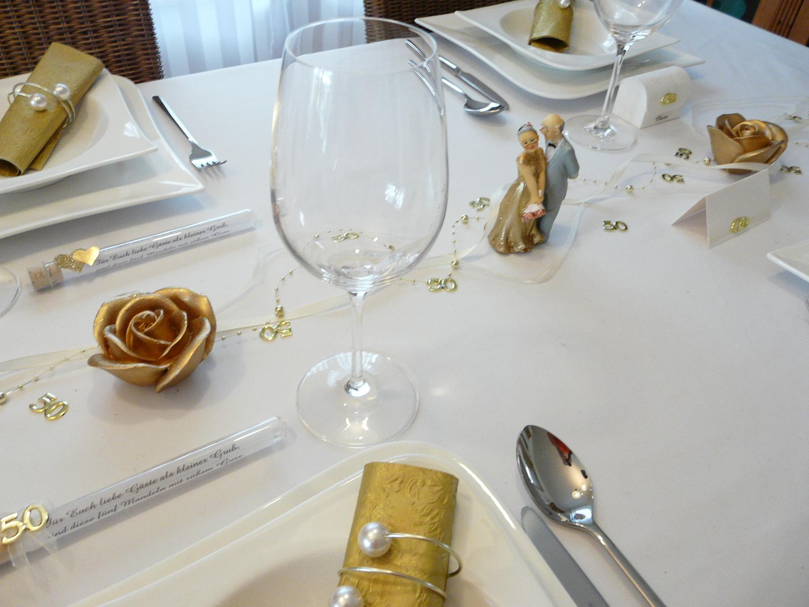 Mustertische zur Goldenen Hochzeit - Tischkarten, Gastgeschenle und ...