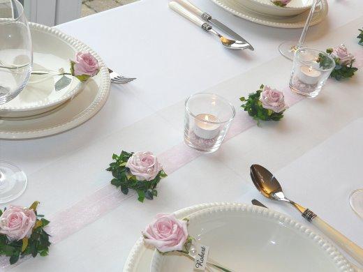 Mustertische taufe mit taufdeko tischdeko online for Rosa tischdeko
