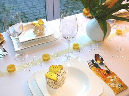 ... , und Rattanherzen. Tischdekoration zur Hochzeit und Tipps