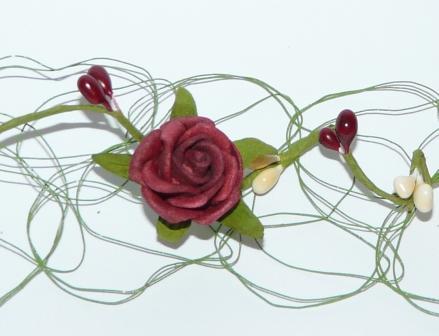 Drahttischläufer - grüner Draht mit Rosen in Dunkelrot