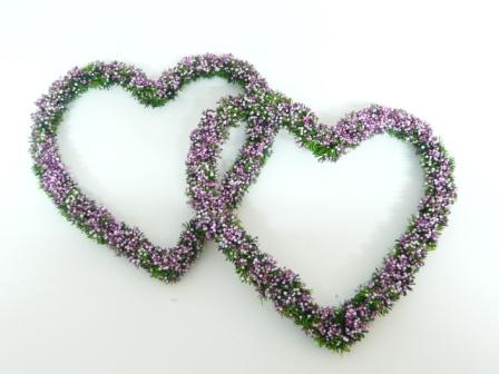 Blumendeko herz erika herz hochzeit hochzeitsdeko for Herz tischdeko