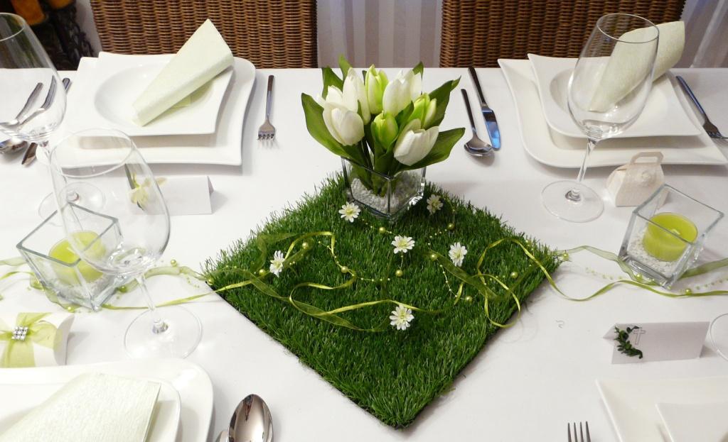 Blumen Tischdeko grasfliese mit kleinen blumen tischdeko zu ostern frühling