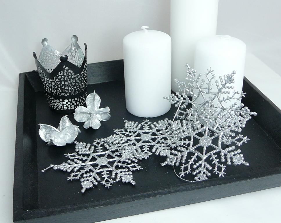 tischdekoration aus holz schwarzes holztablett. Black Bedroom Furniture Sets. Home Design Ideas