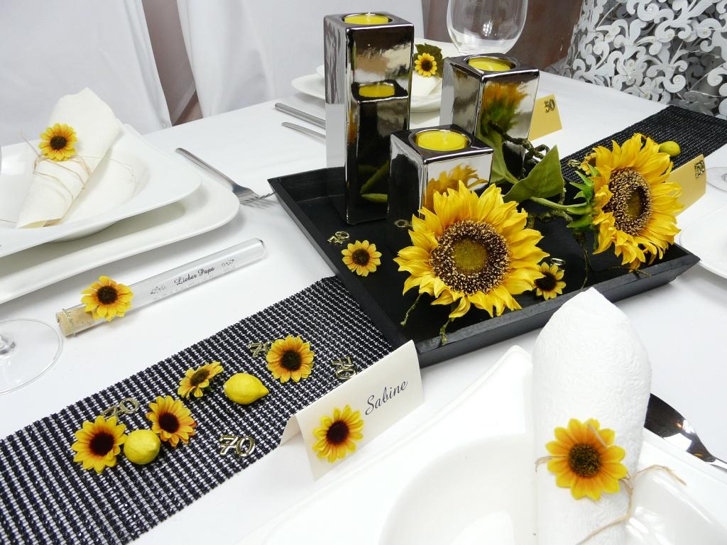tischkarte mit einer kleinen sonnenblume. Black Bedroom Furniture Sets. Home Design Ideas