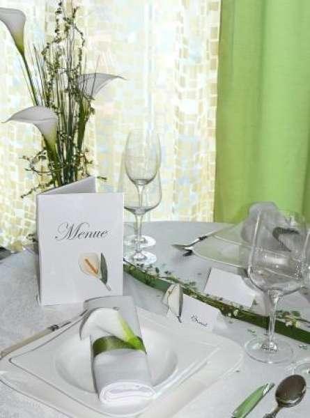 Gastgeschenk Und Tischkarte Mit Einer Calla Tischdekoration