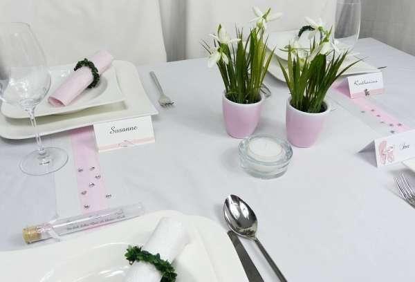 tischdekoration ein kleines rosafarbenes t pfchen bertopf keramiktopf. Black Bedroom Furniture Sets. Home Design Ideas